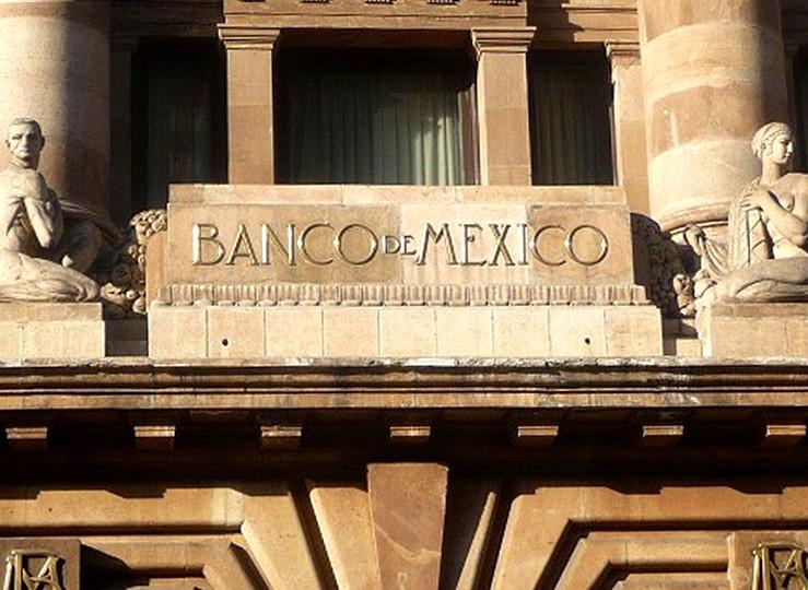 Funcionarios abandonan Banco de México. Noticias en tiempo real