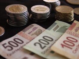 PUEBLA, Pue., 16 enero 2015.- Aspectos de billetes y monedas de diferentes denominaciones otorgadas por el Banco de México. //Francisco Guasco/Agencia Enfoque//