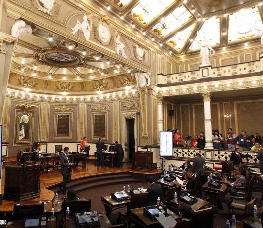 PUEBLA Pue., 01 Julio 2015.- Mario Rincón y Pablo Montiel Solana durante la Sesión Ordinaria del Congreso del Estado.
